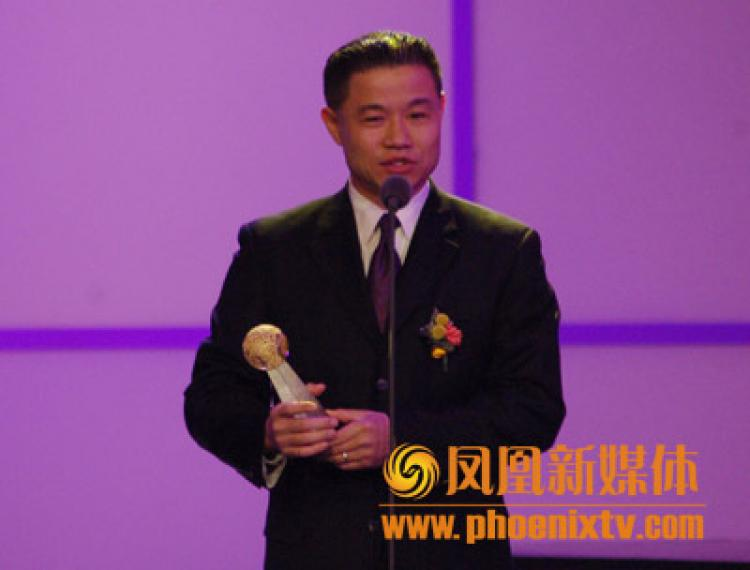 New York City Councilman John Liu receives the 'The World is Beautiful Because Of You Award / Award for Chinese Influencing the World' during a trip to China in 2007. (Phoenix TV)