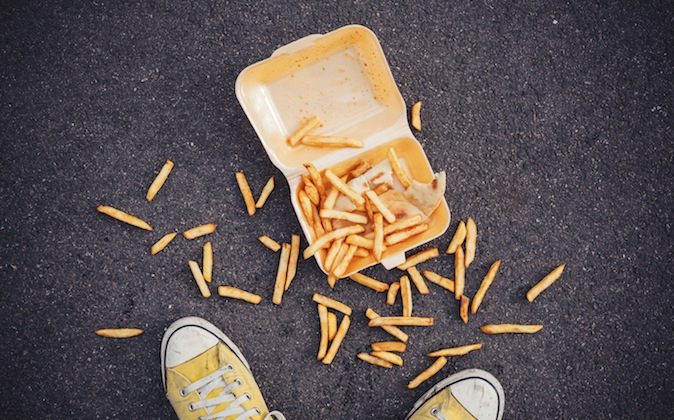Fries on the ground: OK or not to eat within five seconds? (lolostock/iStock)