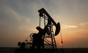 Hope for Quick Rebound in Oil Prices Fades