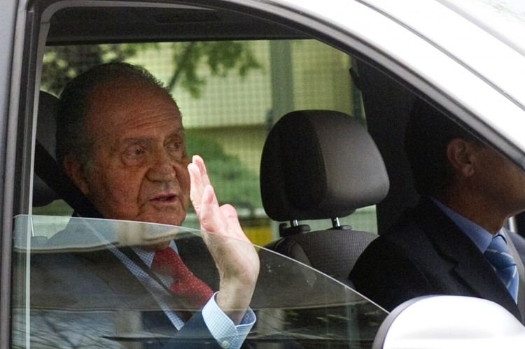 Spanish King Juan Carlos leaves the San Jose hospital