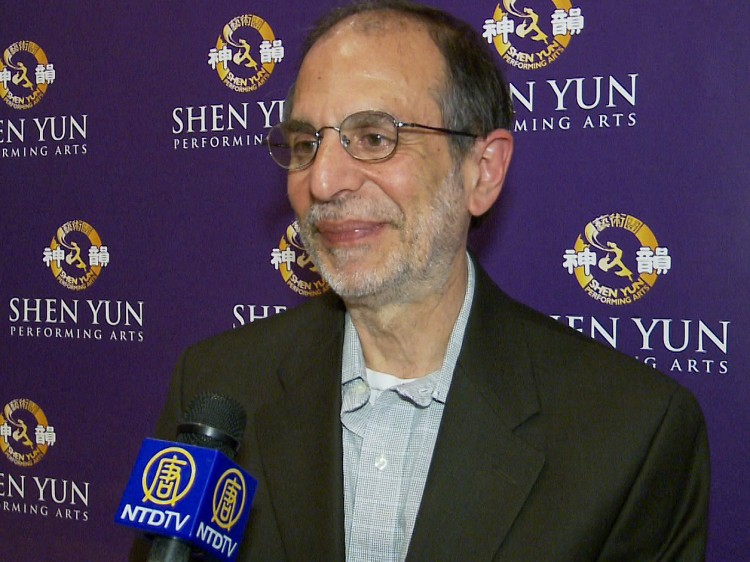 Robert J. Cava sharing his Shen Yun Performing Arts experience