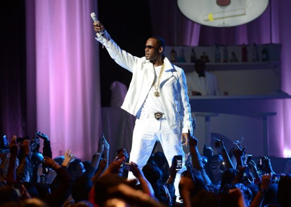 R. Kelly performs at MSG Theater