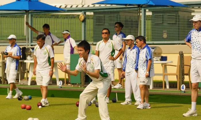 Top young bowler Lee Ka Ho indicates the distance to his Craigengower Cricket Club teammate during his league match against Hong Kong Football Club last weekend, September 12, 2015. At the end Lee lost the game 20:11 to ex-Hong Kong international SK Ng and CCC registered a 6-2 overall defeat. (Mike Worth)