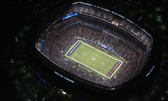 The Seattle Seahawks and the Denver Broncos play in Super Bowl XLVIII at the Metlife Stadium at Rutherford, N.J., on Feb.2, 2014. (John Moore/Getty Images)