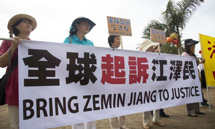 Falun Gong practitioners and supporters hold a rally to support more than 170,000 lawsuits against former Chinese leader Jiang Zemin in Santa Monica, Calif. on Sept. 12. (Debra Cheng/Epoch Times)