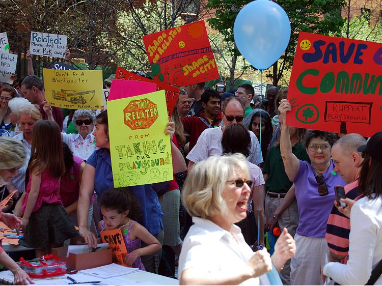 OPEN SPACE: Upper East Side residents protested on Sunday for the city to retain a lot on East 92nd St. as a city park and halt the construction of a high-rise tower on the property.  (Catherine Yang/The Epoch Times)