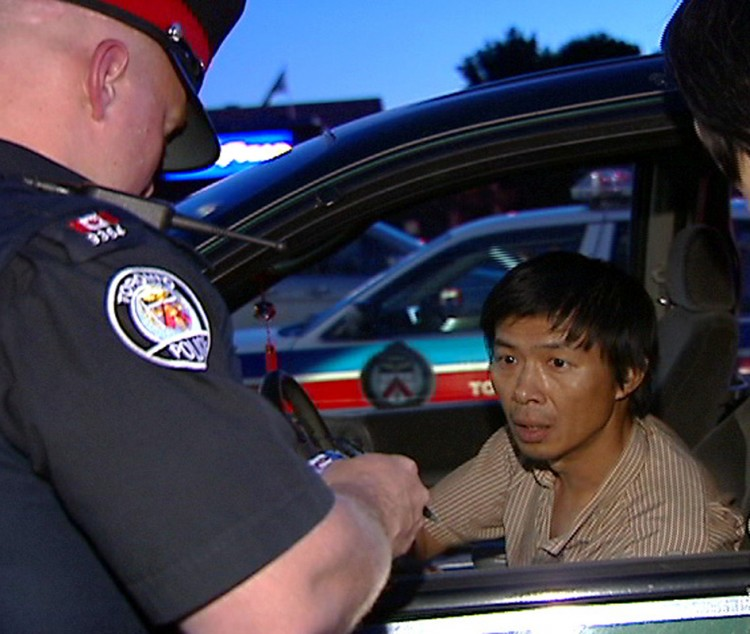 Toronto police question Lu Ping over his delivery of an anti-Falun Gong tabloid in June 2007 at the Asian Farm store in Toronto.