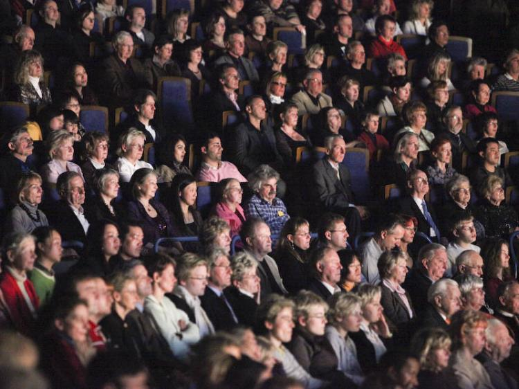Audience at the Friedrichstadtpalast's Shen Yun Performing Arts show (Matthias Kehrein/The Epoch Times)