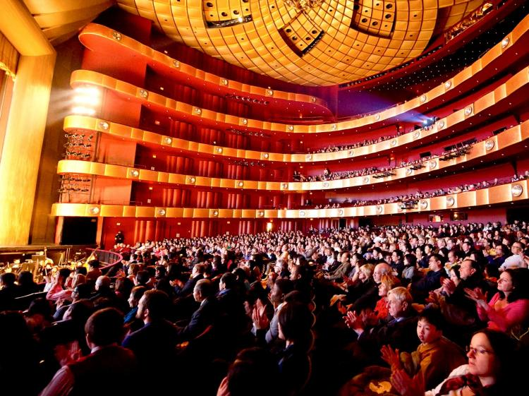 Shen Yun Performing Arts New York Company receives applause at Lincoln Center, on Saturday. (Dai Bing/The Epoch Times)