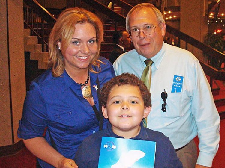 (L-R) Tiffiny Ruegner, her son Gabriel, and Johannes Ruegner. (Abraham Thompson/The Epoch Times)