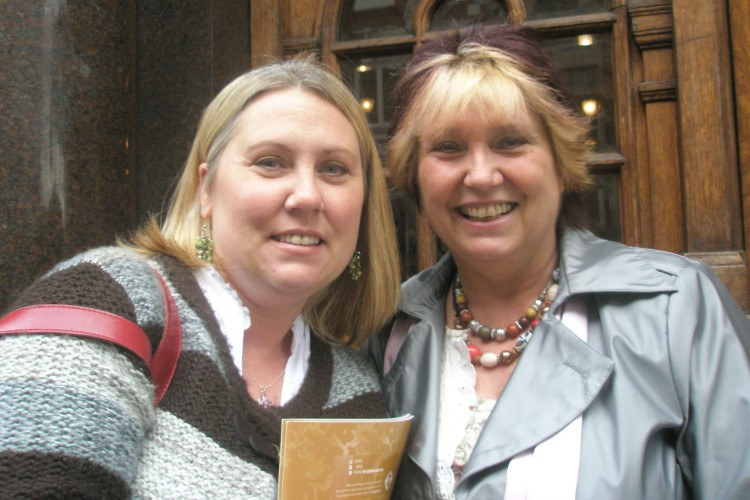 Amanda Hazell(R)with her daughter Simone Ford
