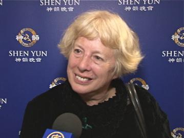 Deidre Tarrant sharing her Shen Yun