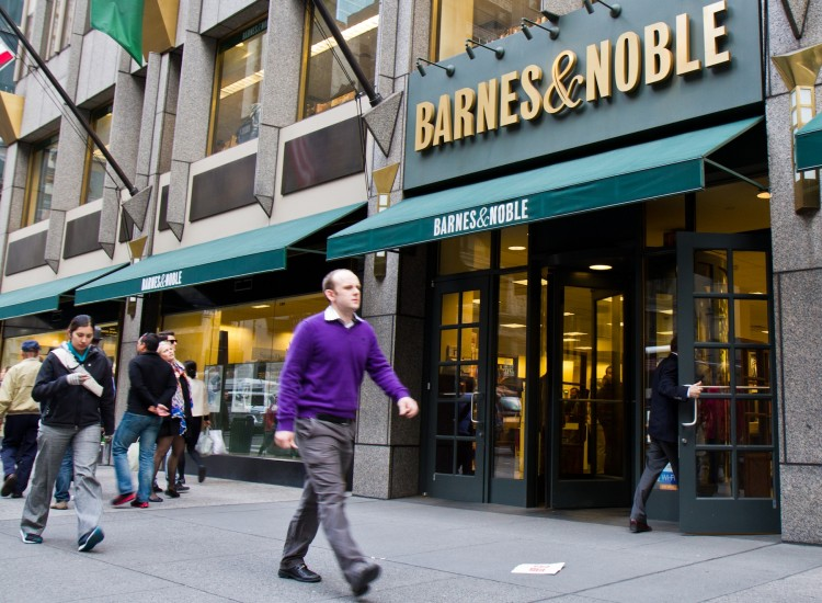 Pestrians walk past a Barnes & Noble on Fifth Avenue in New York City on April 30. (Benjamin Chasteen/The Epoch Times)