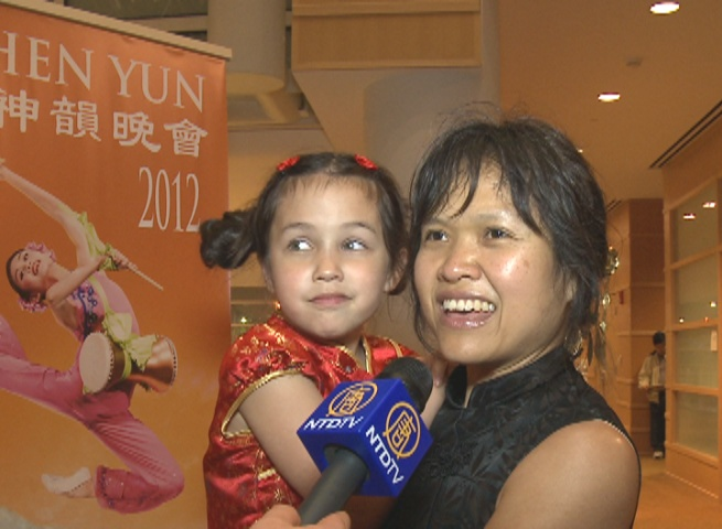 Jewel Nichols and her 7-year-old daughter attend Shen Yun