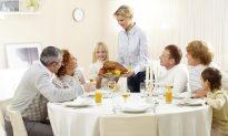 Dinnertime Storytelling Makes Kids Voracious Readers