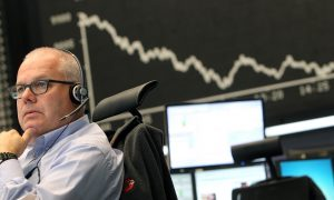 World Stock Markets Uneven Ahead of Key US Job Report