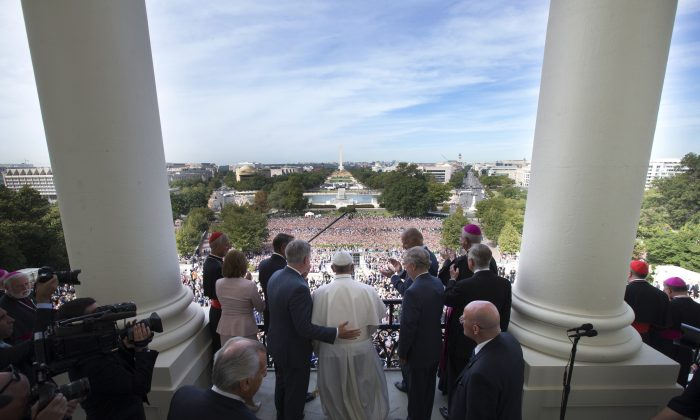 Pope Francis is welcomed to the Speakers Balcony at the U.S. Capitol by members of congress in Washington, D.C., on Sept. 24, 2015. (Doug Mills/Getty Images)