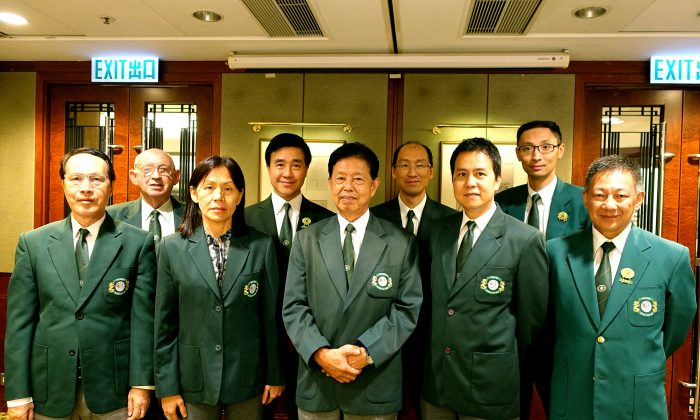 The re-elected officers gathered after the Annual General Meeting of the Hong Kong Lawn Bowls Association on Sept 21. Back row L-R: Mike Worth (Hon Treasurer), Derek Lee (Assistant Hon Sec), Walter Kwok (VP National Championships), Heron Lau (VP International). Front Row: Warren Kwok (VP Development), Ms Sandy Sit (Hon Sec), Vincent Cheung (President), Claudius Lam ((VP Technical), Cyril Leung (VP League). (Leona Ng)