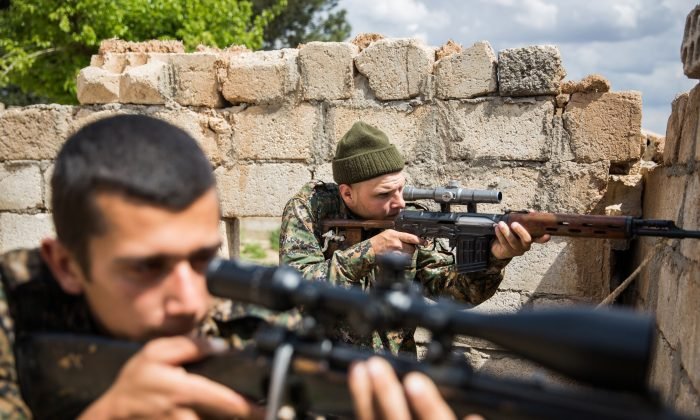 Kurds fighters during clashes with ISIS  on April 4, 2015, in the outskirts of the north-western Syrian town of Tal Tamr, north of Hasakeh. (UYGAR ONDER SIMSEK/AFP/Getty Images)