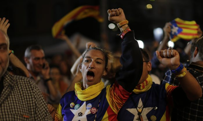 Catalonian independence supporters react in Barcelona, Spain, Sunday Sept. 27, 2015. (AP Photo/Emilio Morenatti)