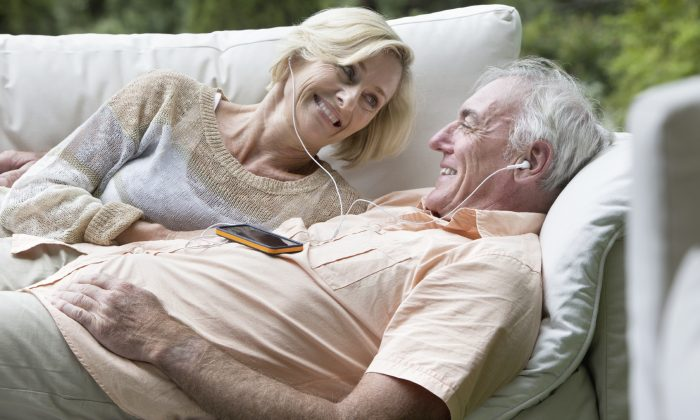 Hearing favorite tunes from their early years can help seniors with dementia recall their past. Flair Images/iStock)