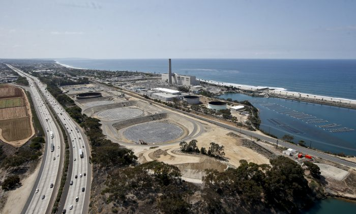 Construction of the Carlsbad, Calif., desalination plant between Interstate 5 and the Pacific Ocean on Friday, Sept. 4, 2015. (AP Photo/Lenny Ignelzi)