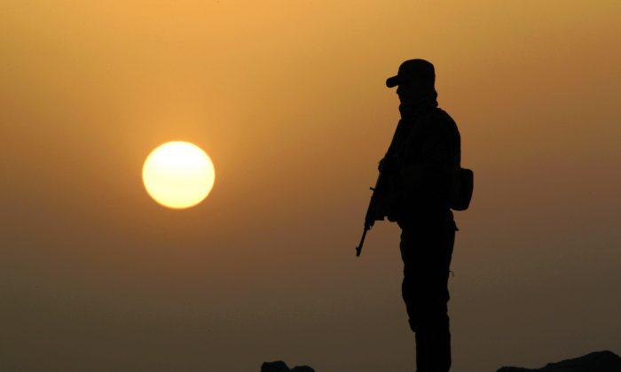 An Iraqi Sunni, former ISIS jihadist, takes position in Amriyat al-Fallujah, Iraq, on May 26, 2015. (Haidar Mohammed Ali/AFP/Getty Images)