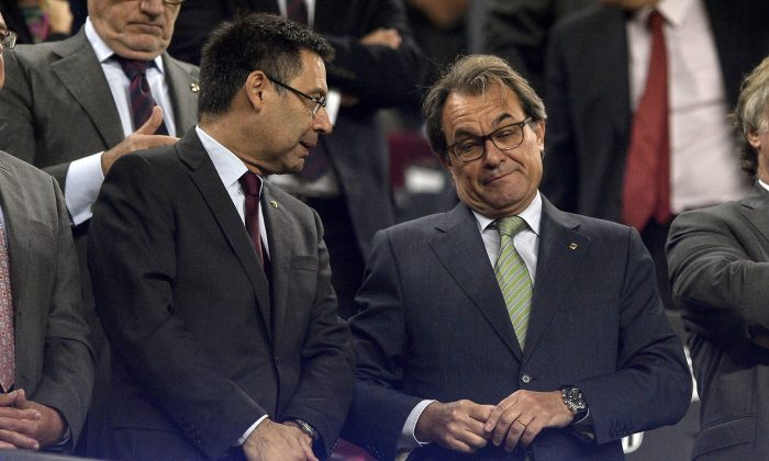 Artur Mas (R) at the Camp Nou stadium in Barcelona on September 29, 2015.  (JOSEP LAGO/AFP/Getty Images)