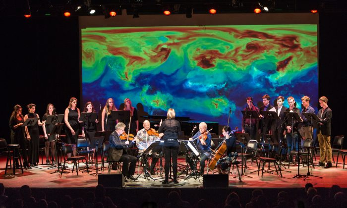 "The Kronos Quartet with the Æon Music Ensemble and Æon Singers, playing Vladislav Boguinia's ""Rise,"" at Symphony Space in New York on Sept. 23, 2015. (Benjamin Chasteen/Epoch Times)"