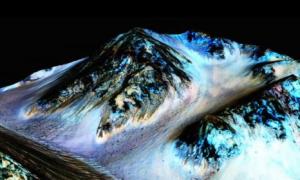 NASA: Liquid Water Flows on Mars (Video)