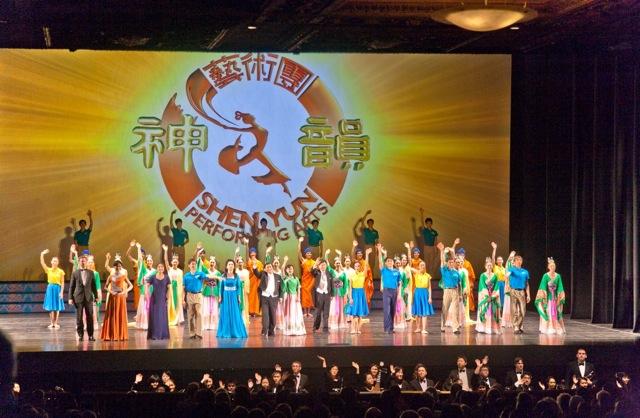 Shen Yun Performing Arts' curtain call