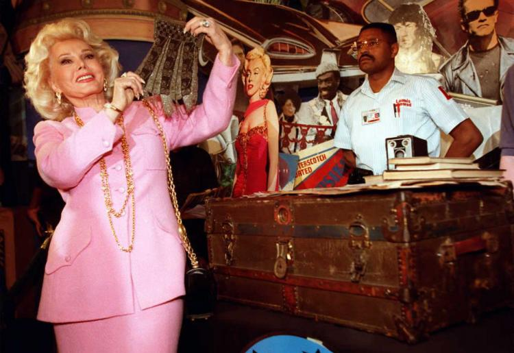 Zsa Zsa Gabor (L) holding a beaded purse once owned by actress Marilyn Monroe on April 11, 1999. (Kim Kulish/AFP/Getty Images)