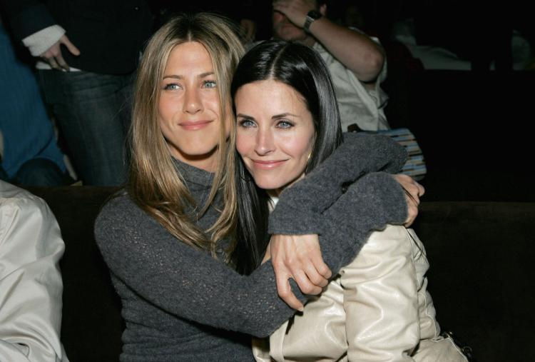 Jennifer Aniston and Courtney Cox in 2007. The two are slated to appear together on an upcoming episode of 'Cougar Town.' (Alberto E. Rodriguez/Getty Images)