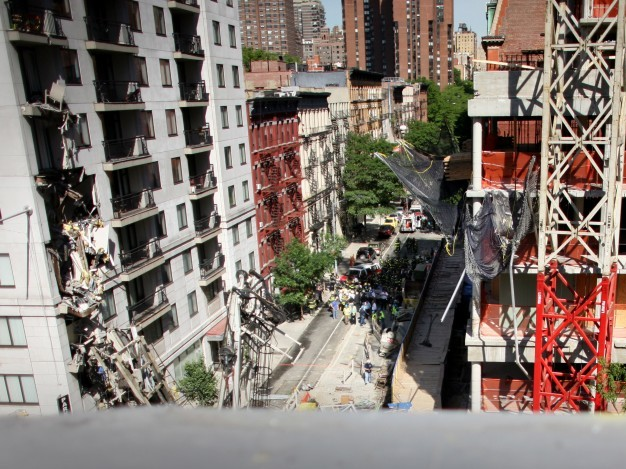 Crane Collapses Onto Apartment Building On Manhattan's Upper East Side May 2008
