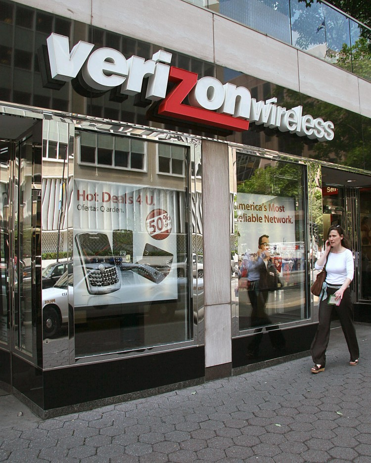 JOINT VENTURE: This 2008 file photo shows a woman passing by a Verizon Wireless store in Washington, D.C. Verizon Wireless is a joint venture between U.S. telecommunications giant Verizon Communications and Britain's Vodafone. (Karen Bleier/AFP/Getty Images)