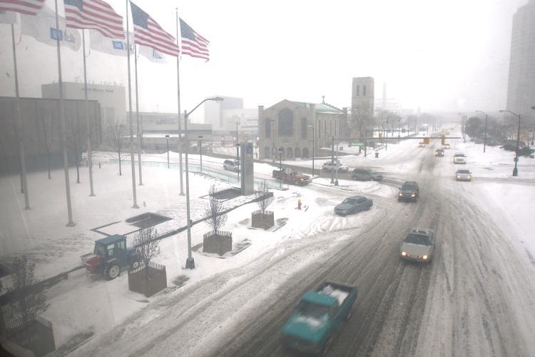 General Motors Corp. during heavy snow December 19, 2008 in Detroit, Michigan. (Spencer Platt/Getty Images)