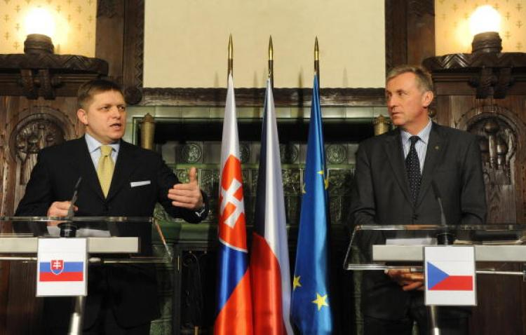 Czech Prime Minister Mirek Topolanek (L) and his Slovakian counterpart Robert Fico give a joint press conference at the Kramar Villa on 16 January 2008 in Prague. (Michal Cizek/AFP/Getty Images)