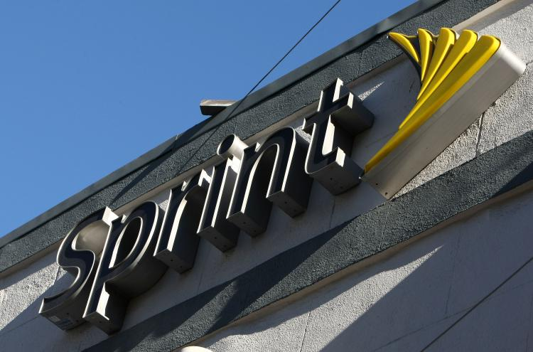 Smartphone Plans: The Sprint logo is displayed on the front of a Sprint retail store January 26, 2009 in San Francisco, California.  (Justin Sullivan/Getty Images)