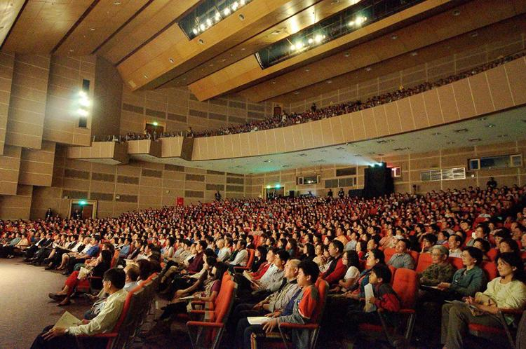 Shen Yun Performing Arts premiere in Kaohsiung on March 13, 2009 (Luo Ruixun/The Epoch Times)