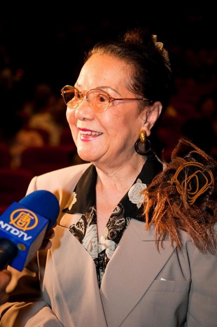 Ms. Li Caie, Taiwan National Treasure, was amazed by the flawless performance of Shen Yun.  (Ruixion Luo/The Epoch Times)