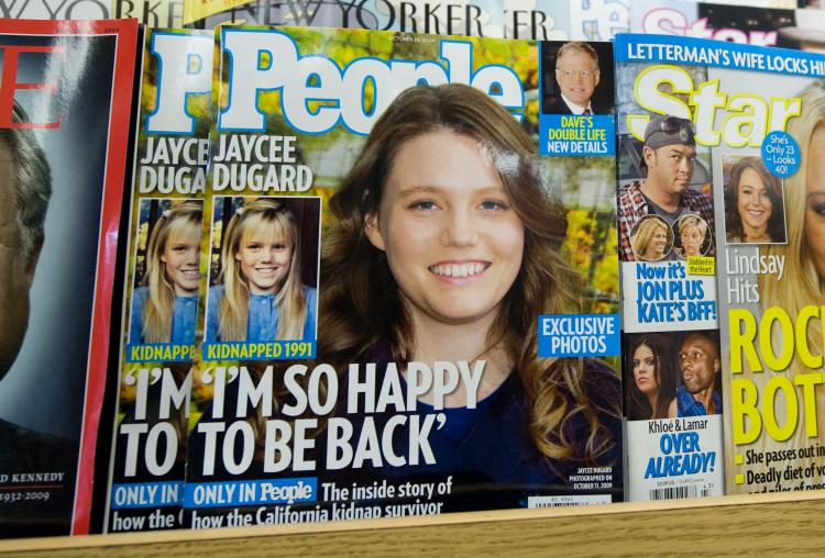 People Magazine's October 26 issue with recently freed kidnapping victim Jaycee Dugard on the cover, appears on a newstand in Washington on October 16, 2009. (Saul Loeb/AFP/Getty Images)