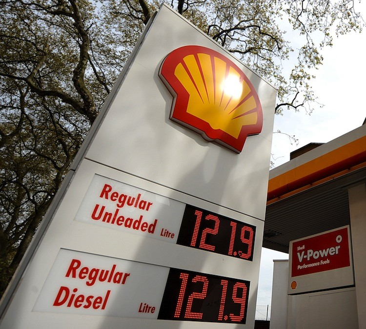 A Shell petrol station is pictured in London, on April 28, 2010.  (Ben Stanall/Getty Images)