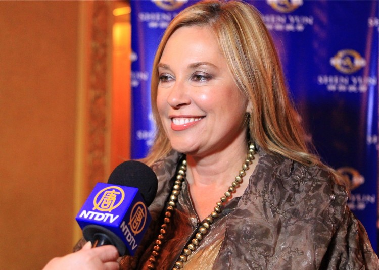 Laura Anderson attends Shen Yun