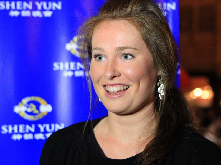 Emily Falconer sharing her Shen Yun Performing Arts experience