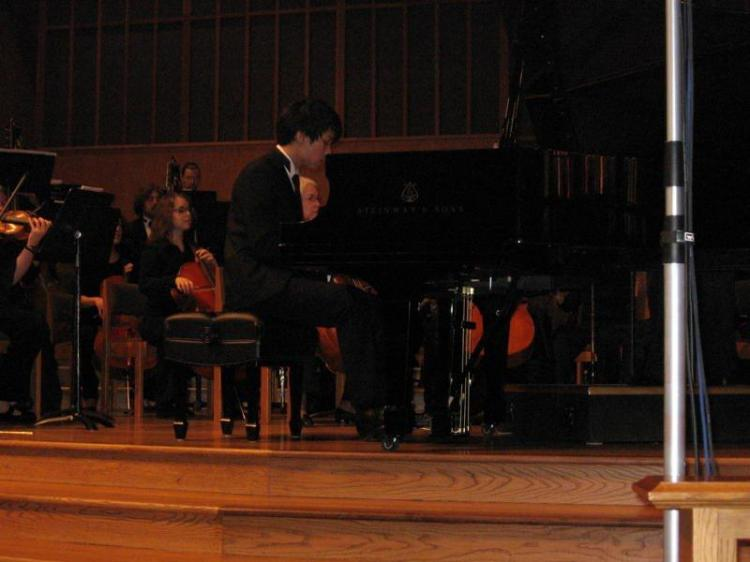 Ben Kim plays Rachmaninoff`s Rhapsody on a Theme of Paganini with the Columbia Symphony Orchestra on March 19 in Portland, Oregon. (Nataly Teplitsky/The Epoch Times)