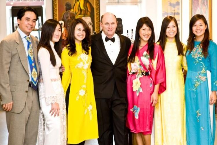 LAC VIET GALLERY: Bill Ridley (middle), Tu-Anh Nguyen (in pink), the gallery owner Duc Nguyen (left), and models from Polished by Tu-Anh Taken at Lac Viet Gallery in Arlington, VA on Oct. 3. (Frank Nguyen)