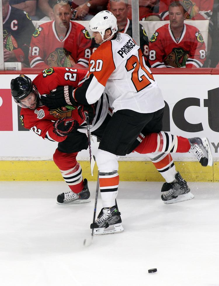 STANLEY CUP FINAL: Troy Brouwer (left) of Chicago tangles with Philadelphia's Chris Pronger. (Andre Ringuette/Getty Images)