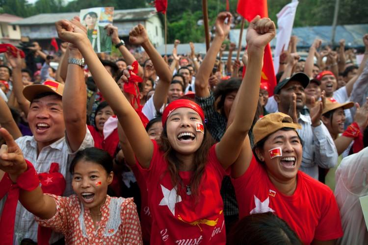 Aung San Suu Kyi Makes Election Debut As Burma Votes