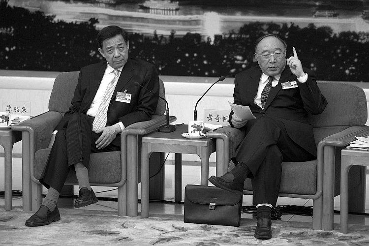 Bo Xilai (left) and Chongqing Mayor Huang Qifan