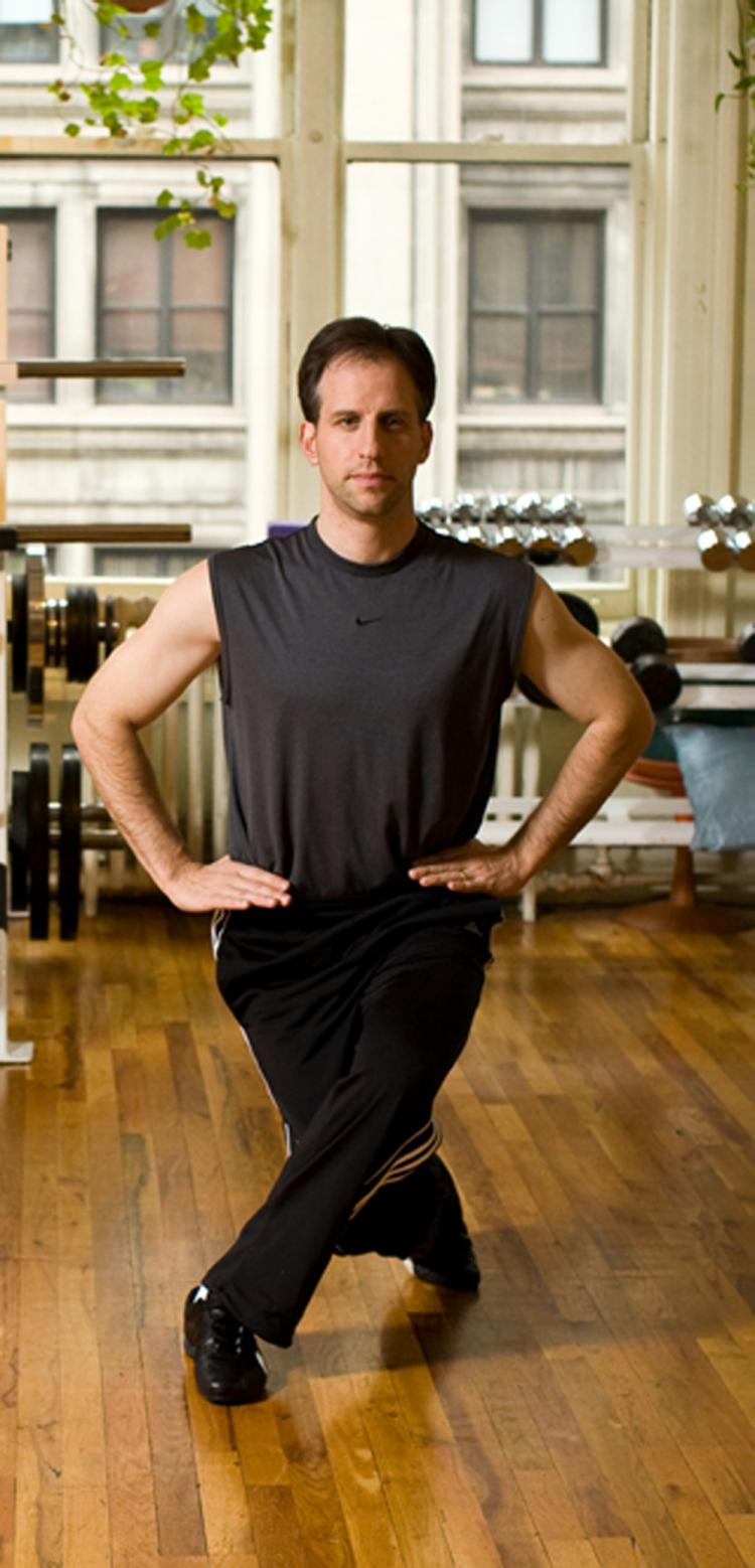 The crossover lunge is great for balance, coordination, moderate flexibility, and developing nice looking legs.  (Henry Chan/The Epoch Times, Space Courtesy of Fitness Results)